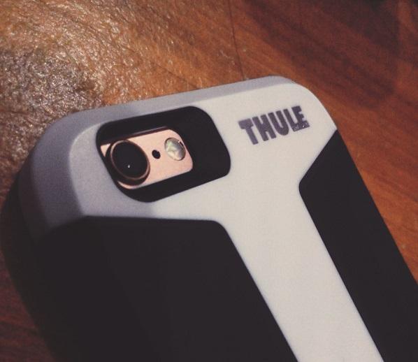 iPhone 6S dengan casing Thule Atmos X3