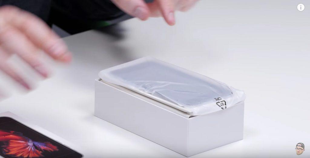 iPhone asli tidak dibungkus plastik seperti gambar di atas