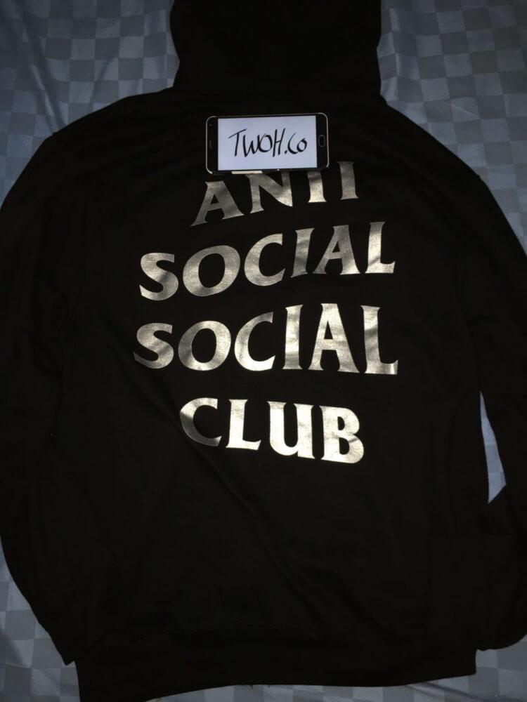 Bagian belakang ASSC hoodie